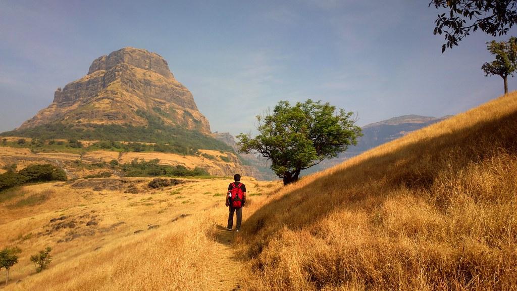 Trek to Alang Fort